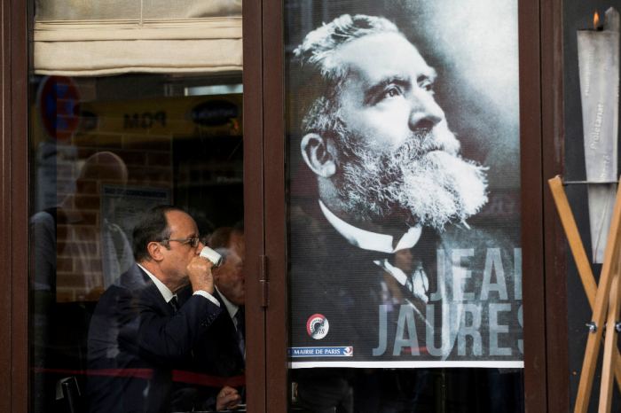 Illustrasjonsfoto: En plakat med Jean i Paris																							AP Photo/Yoan Valat, Pool